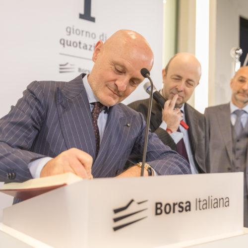 Ceo Giulio Bonazzi writing on the IPO book of Borsa Italiana.