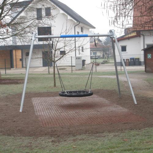 Nova gugalnica na igrišču vrtca v Kašlju
