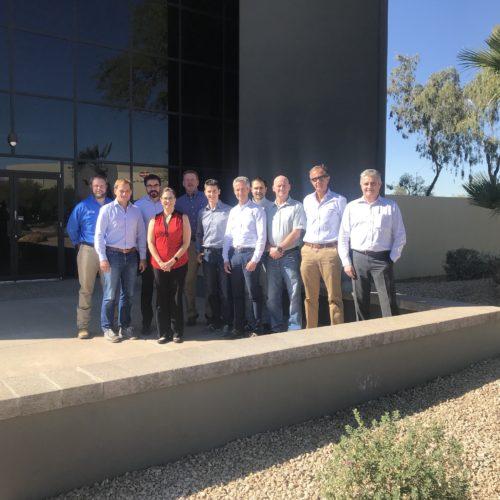 Il team  sloveno di Aquafil con il General Manager e Consigliere di Aquafil SpA Fabrizio Calenti in Arizona, di fronte al nuovo stabilimento.